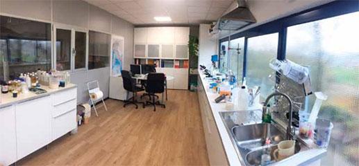 Trichem si rivolge a profesionisti studiando i prodotti con il cliente, valutando le specifiche esigenze; nel suo laboratorio sviluppa e testa i preparati